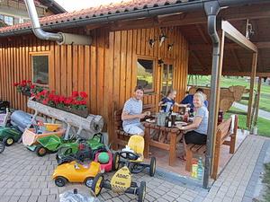 Unser Gartenhaus lädt zum Grillen und gemeinsamen Beisammensein ein
